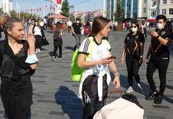 Taksimde polis dronela turistleri uyardı
