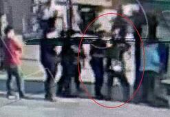 Şoke eden anlar Taciz şüphelisi polise kafa attı
