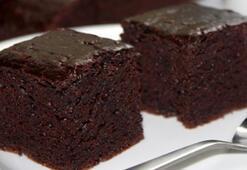 Islak kek nasıl yapılır İşte kolay ıslak kek tarifi ve sosu yapılışı