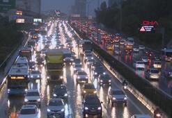İstanbulda yağmur trafiği felç etti