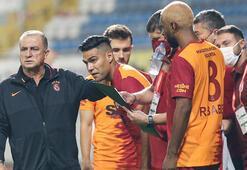 Son dakika - Galatasaraylı iki yıldızla ya uzlaşı ya kadro dışı