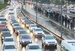 İstanbullular 1 saatin 45 dakikasını trafikte kaybediyor