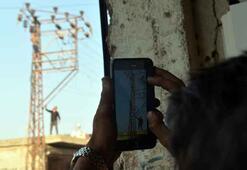 Elektrik direğindeki intihar girişimi Cep telefonlarıyla görüntülediler