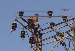 İntihar etmek için elektrik direğine tırmandı