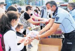 Çeşme'de hijyen kitleri dağıtıldı