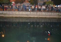 Kanala uçan otomobili görmek için sıraya girdiler