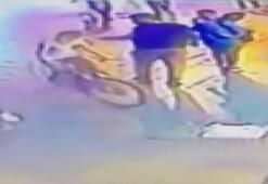 Bisikletli çocuğu yere böyle yuvarladı
