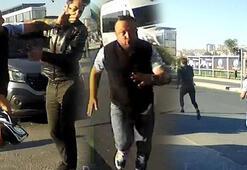 Trafikte terör estirdi Önünü kestiği motosikletliyi tokatladı