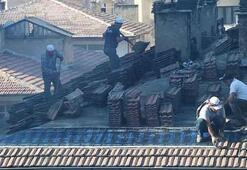 Evin çatısında tehlikeli anlar
