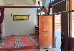 700 yıllık camiye kebapçı kapısı