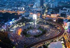 Taylandda hükümet, protestocuları destekleyen internet sitelerinin kapatılması talimatını verdi