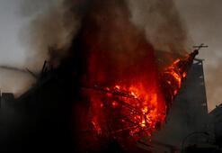 Şilideki gösterilerde iki kilise kundaklandı, çatışmalarda en az 18 polis yaralandı