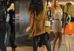 Kafe ve barlar kapatılınca gençler çılgın otel partilerine yöneldi
