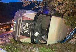 Son dakika... Antalyada feci kaza Minibüsteki 3 kişi yaralandı