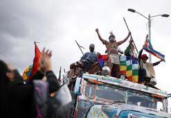 Kolombiyada yerliler artan şiddet olayları nedeniyle hükümeti protesto etti