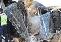 Tünel işçilerini taşıyan midibüs devrildi: 5i ağır, 15 yaralı
