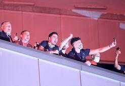 Son dakika - Trabzonspor maçı sonrası Fenerbahçeli futbolculardan taraftara balkon sürprizi