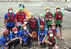 Bakan Kasapoğlu, Zap Suyunda sporcularla birlikte rafting yaptı