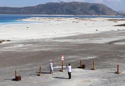 Girişin yasaklandığı Salda Gölünün Beyaz Adalar bölgesi yine ilgi odağı