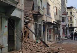 Son dakika... Beyoğlunda 2 katlı boş bina çöktü