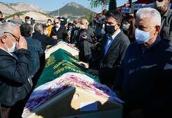 İzmirde depremde vefat eden aynı aileden 3 kişi toprağa verildi