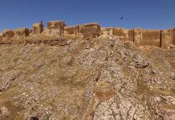 Bayburt Kalesi, 800 yıl önceki çini süslemelerine kavuşuyor