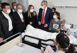 Enkazdan 65 saat sonra çıkarılan Elif bebek, ailesiyle hastanede buluştu