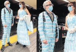 Maskeden giysilerle New York turu