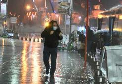 İstanbulda sabah saatlerinde sağanak etkili oldu