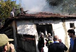 Soba kurarken evini yaktı