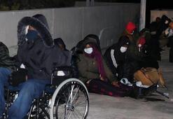 Aralarında bebek ve engeli de bulunan kaçak göçmenler kurtarıldı