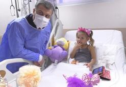 Sağlık Bakanı Koca, minik Elif ve Aydayı ziyaret etti