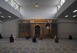 Atina Camisinde ilk cuma namazı kılındı