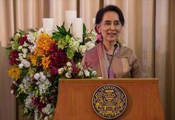 Myanmardaki seçimlerde Suu Çiinin partisi yarışı önde götürüyor