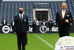 Fenerbahçe Stadında Atatürk için saygı zinciri oluşturuldu