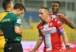Son dakika | Franck Ribery olay oldu Kendisini yere atınca...