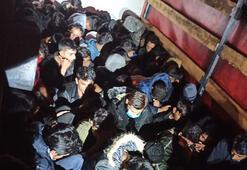 Kamyonetin kasasından 61 kaçak göçmen çıktı