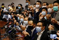 Hong Kongda muhalif milletvekillerinden toplu istifa kararı