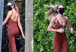 Candice Swanepoel koşuda objektiflere takıldı
