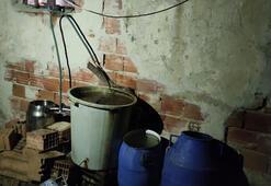 İzmirde 1035 litre sahte içki ele geçirildi