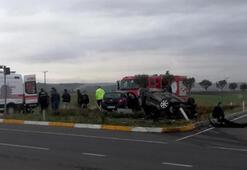 Kavşakta feci kaza 2 kişi ölümden döndü