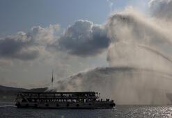 Boğazdan geçenler gözlerine inanamadı Kanuni Karadenize uğurlandı