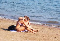 Kasım ayında deniz keyfi...Havlusunu alan plaja koştu