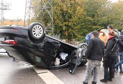 Kavşakta iki otomobil çarpıştı Yaralılar var