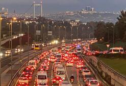 İstanbulda haftanın ilk iş gününde trafik yoğunluğu oluştu