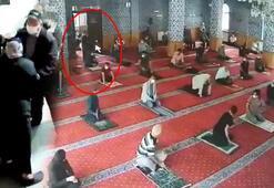 Camide huzursuzluk çıkartan kadına, cemaatten tepki
