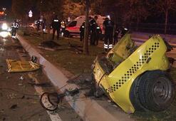 Feci kaza Makas atarak ilerleyen otomobil ikiye bölündü