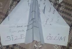 Pencereden eve gelen kağıt uçakla şoke oldular: Size ölüm