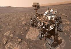 NASAnın Curiosity Mars Rover Robotu Marsta selfie çekti