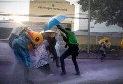 Taylandda gösterilerin gölgesinde anayasa reformu oylanıyor